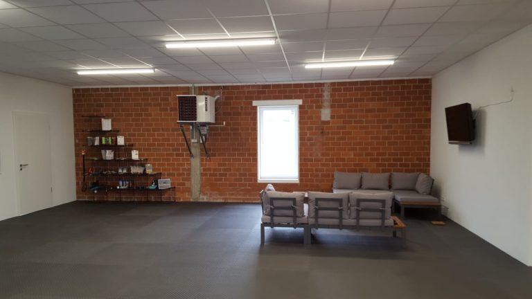Lounge-Ecke und Shop in der Pfoten-Werkstatt