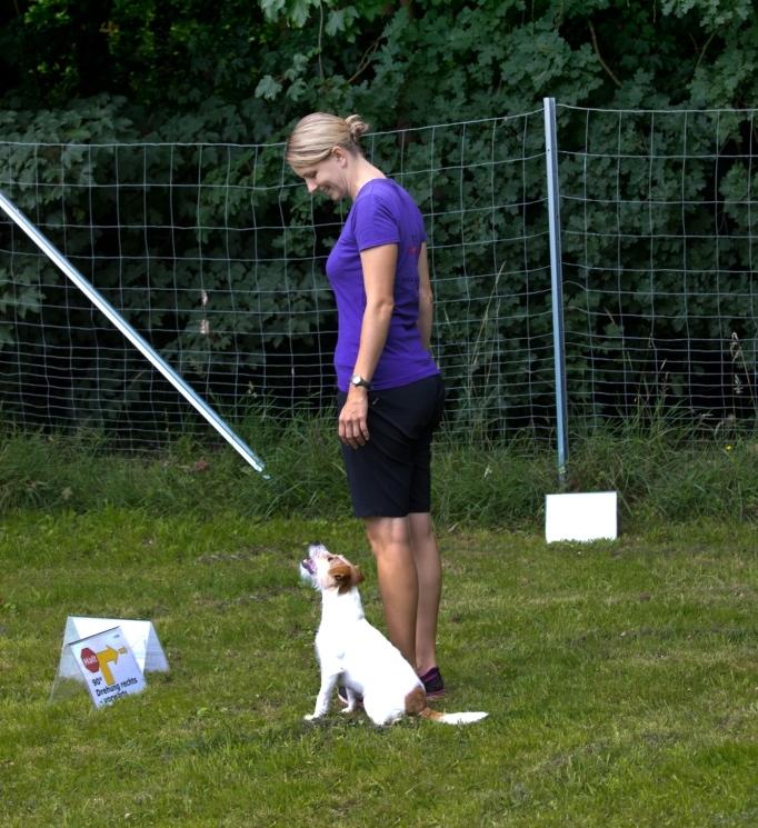 """Referentin Sarina Lustig mit ihrer Parson Russell Terrier Hündin """"Funny"""""""