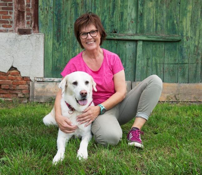 Sylvia Schomacher mit Hund